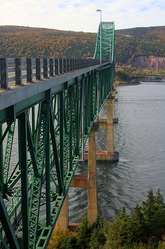 800px-Approach_and_Main_Spans_Great_Bras_d'Or_(Seal_Island)_Bridge