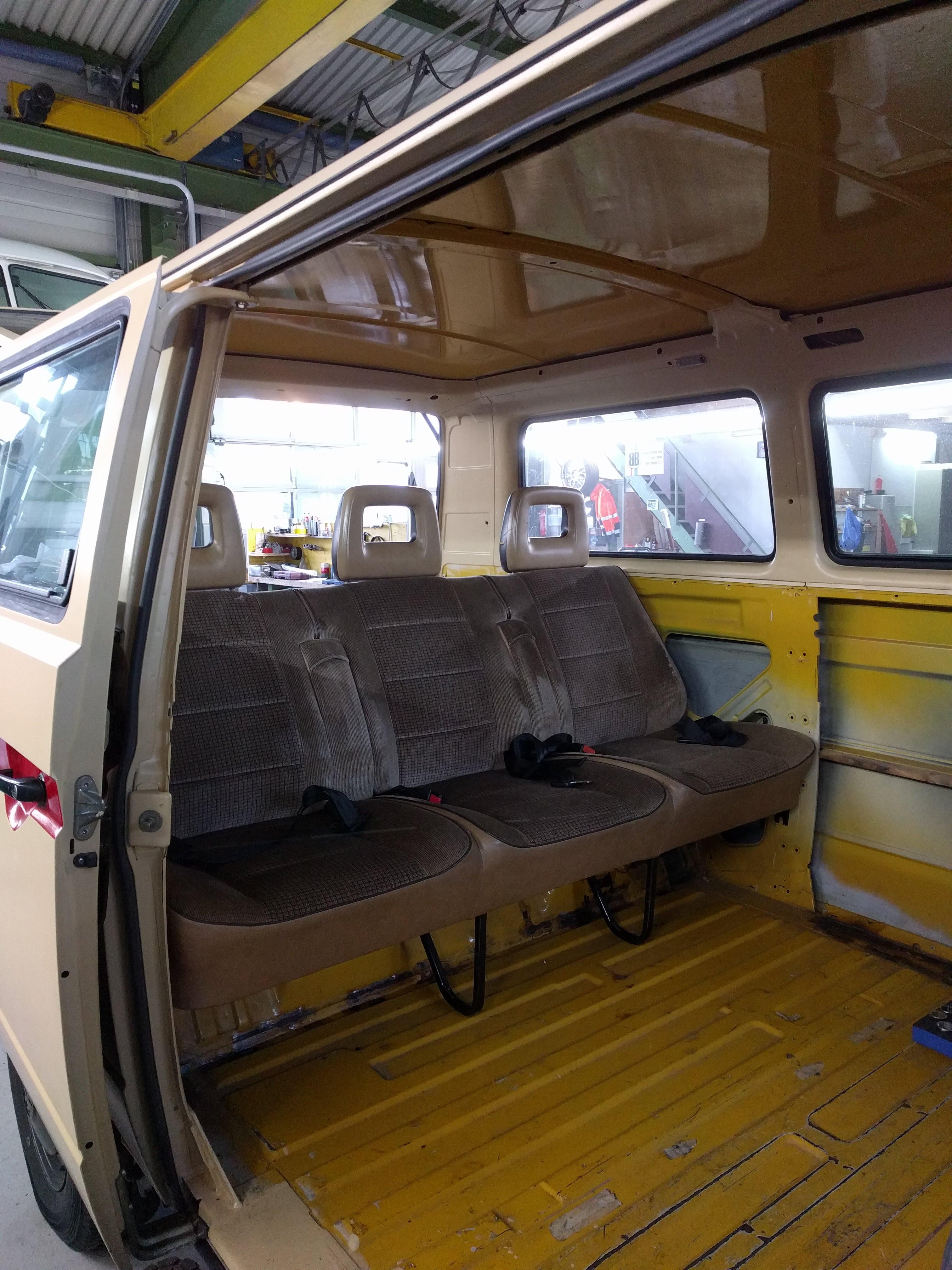 vw t3 3er sitzbank hinten klappbar mit armlehnen caravelle. Black Bedroom Furniture Sets. Home Design Ideas