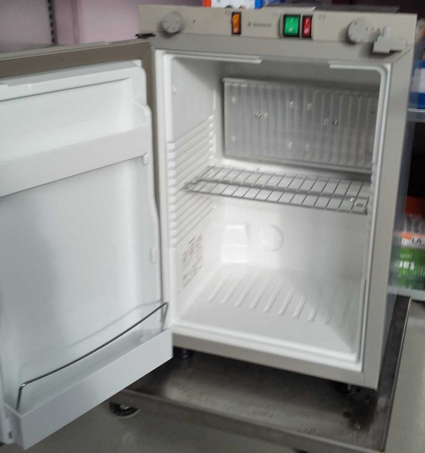 Kühlschrank Absorber Dometic [VERKAUFT] - Biete - VWBUSFORUM.CH